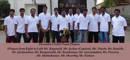 CRICKET-TEAM-WITH-CUP